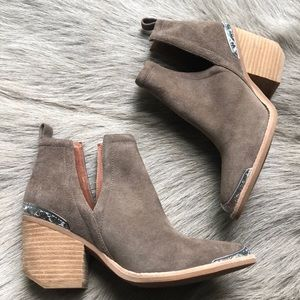 New Jeffrey Campbell Cromwell Taupe Boots 5.5
